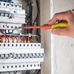 Instalatiile-electrice-improvizate-sau-defecte-pierderi-garantate