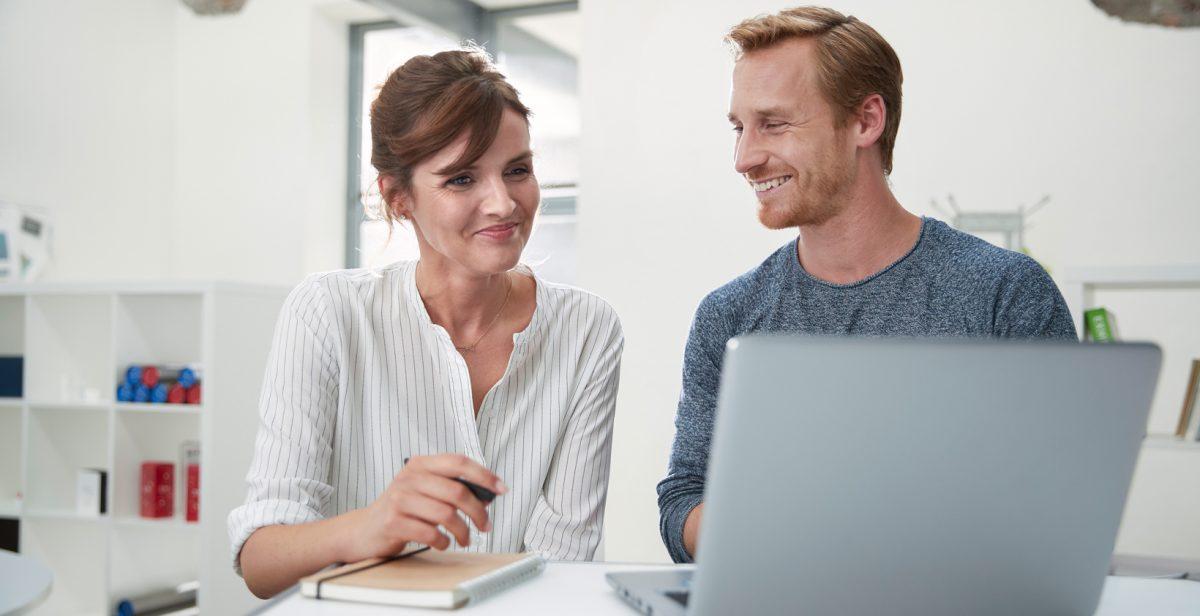 De ce este mai simplu să plătești facturile online?