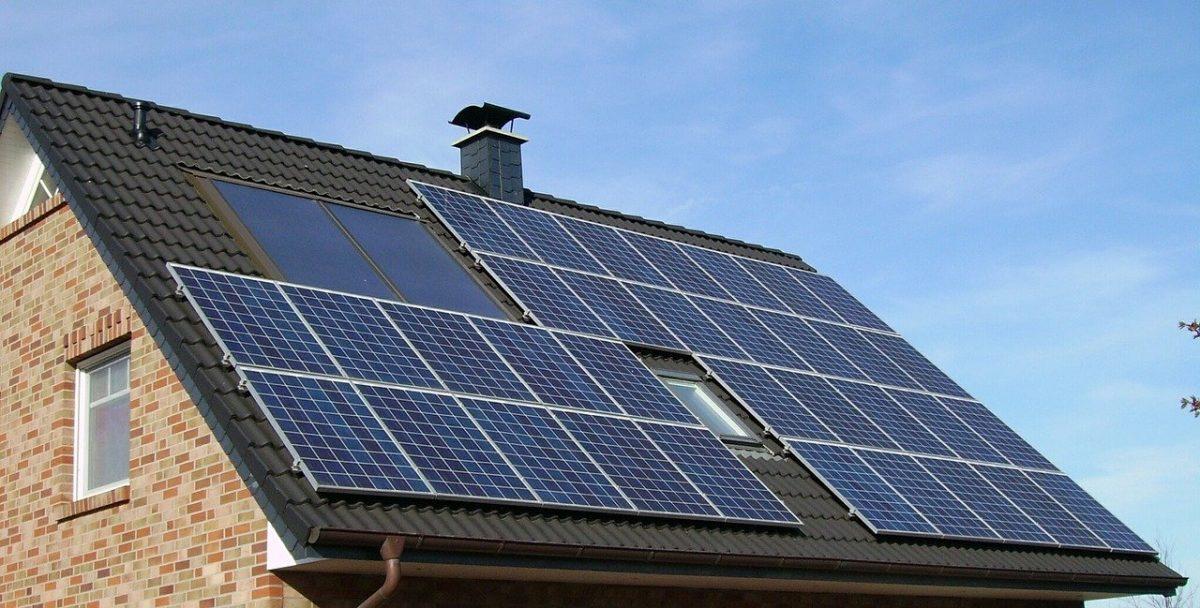 De ce trebuie să cureți periodic panourile fotovoltaice