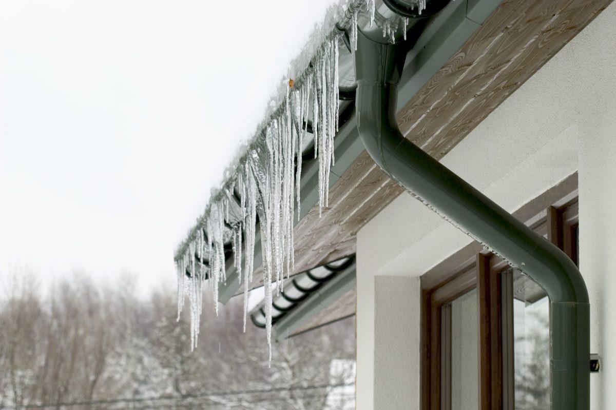 Cum să scapi de gheața de pe acoperiș cu ajutorul unui sistem de degivrare