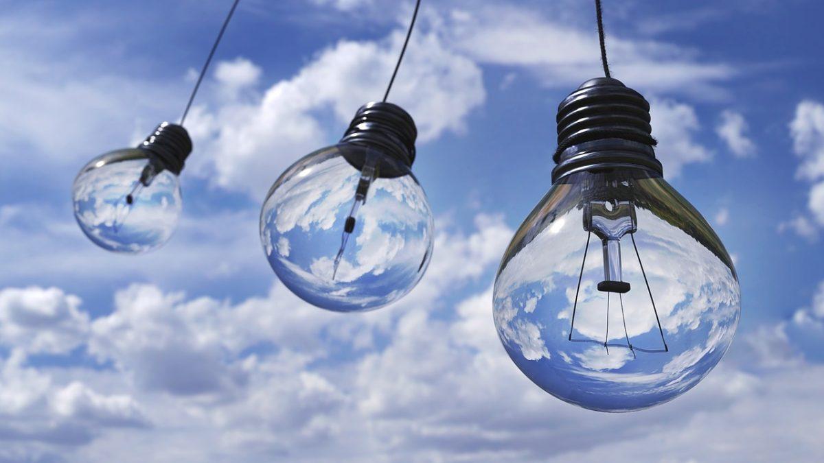 Piața de energie electrică se liberalizează de la 1 ianuarie 2021. Ce trebuie să știi