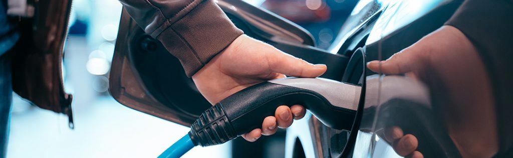 Ghid de încărcare a mașinilor electrice: unde și cât ne costă?
