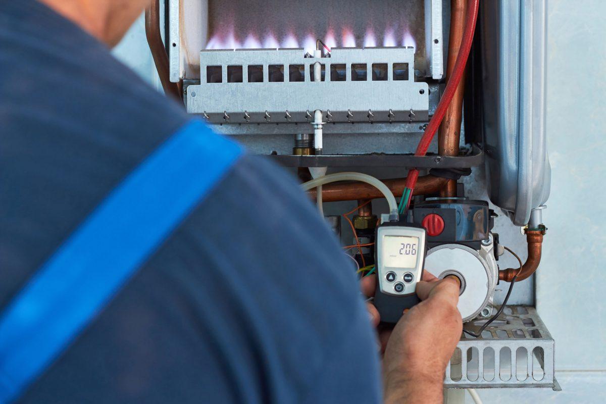 Când și cu cine faci verificarea instalației interioare de gaz și a centralei termice